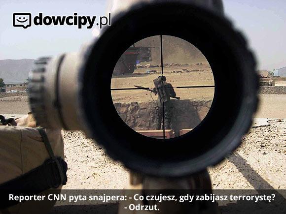 Reporter CNN pyta snajpera: - Co czujesz, gdy zabijasz terrorystę? - Odrzut.